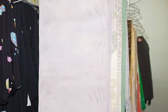 長年の使用で 汚れた着物 光沢がなくなった着物に洗い張りは最適です